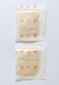 大丸合成薬品 粘着板用ネズミ誘引剤 100袋入り 製品内容