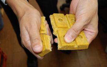 ネズミ調査ブロックは手で簡単に割ることができます。