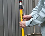 エアロング 使用方法4 紐を引っ張るだけでスプレーが噴射されます。