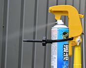 エアロング 使用方法5 蜂の巣やクモの巣に向かって殺虫剤を噴射して下さい。
